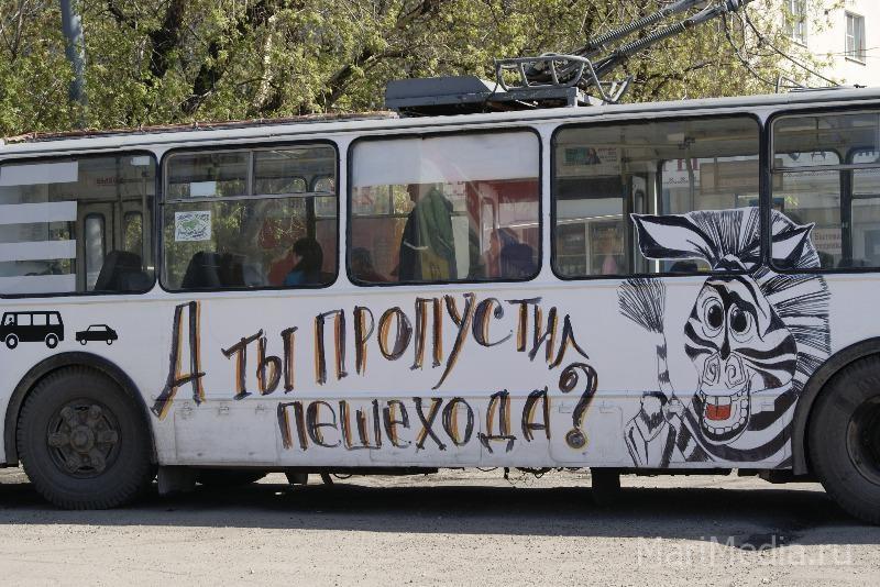 Как сделать троллейбус из буханки черного хлеба