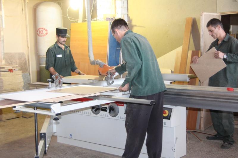 В марий эл ик-4 наладили производство корпусной мебели и пол.
