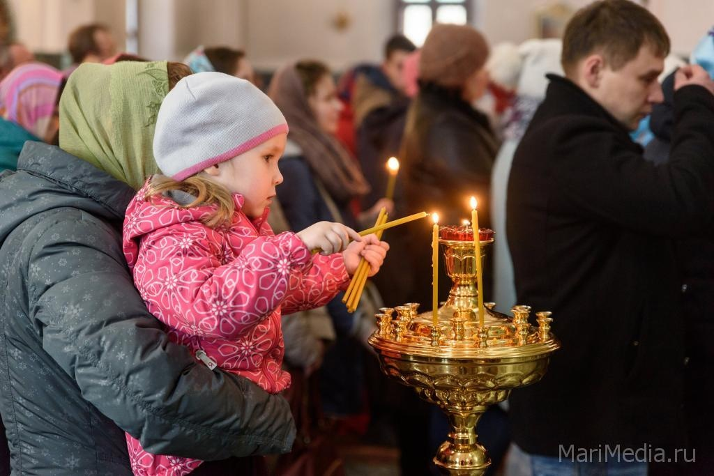 Благодатный огонь изИерусалима прибыл спецбортом вмосковский аэропорт Внуково