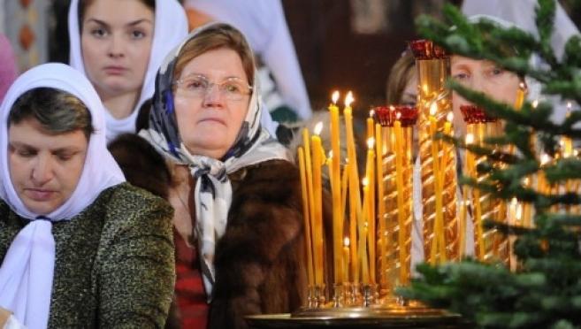 Православные верующие празднуют Введение во храм Пресвятой Богородицы