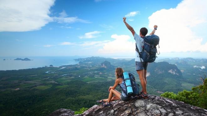 Молодежь хотят обеспечить бесплатными пластиковыми картами путешественника