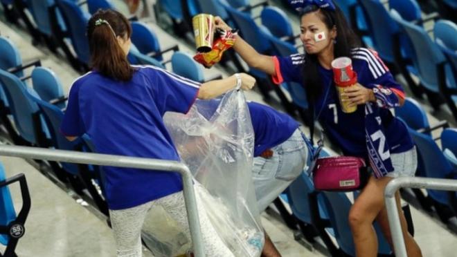 Японские болельщики убрали весь мусор на трибунах «Мордовия Арена» в Саранске