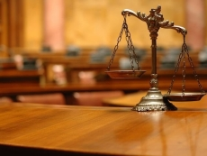 Учительница, ударившая школьника по лицу, на суде свою вину не признала