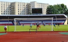 Воскресным вечером на стадионе «Молодежный» зрители увидели семь забитых мячей