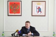 Леонид Маркелов поставил задачу повысить зарплату бюджетникам и устранить проволочки в бизнес-сфере
