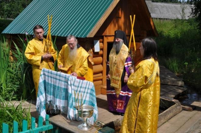 Архиепископ Иоанн освятил воду в роднике у истока Малой Кокшаги