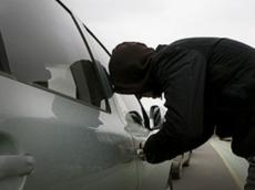 Увели из-под носа: сумку молодой йошкаролинки украли из машины на сигнализации