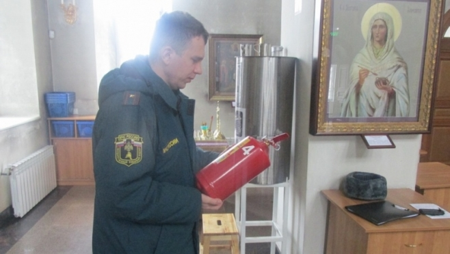 Сотрудники МЧС проверили православные храмы накануне Пасхи