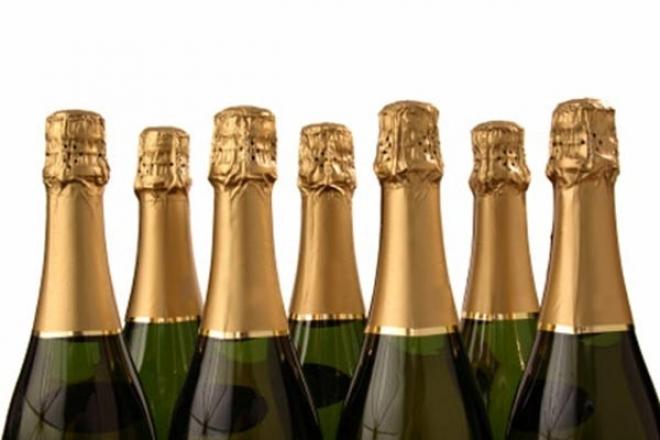 Перед Новым годом перепишут ценники на шампанское
