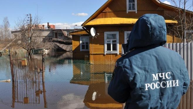 Жителям Йошкар-Олы рекомендовано оставаться на крышах, чердаках, деревьях до прибытия спасателей