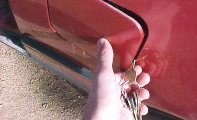 Полиция задержала подростков, воровавших бензин