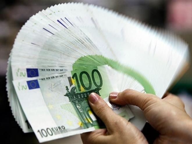 Евро стремится к 50-рублевой отметке