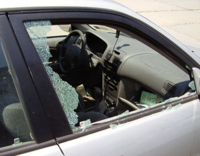 В Медведево автомобильные воры за ночь обокрали стразу три машины
