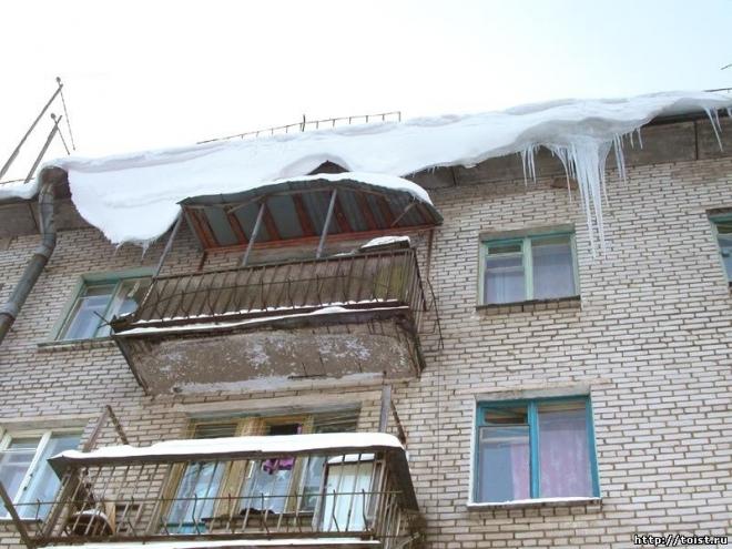 Падение снега с крыши привело к повреждению газопровода
