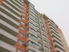 В Йошкар-Оле пьяную девушку сняли  с карниза 14 этажа