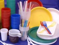 В медведевском кафе клиенты 90 суток будут есть и пить из одноразовой посуды