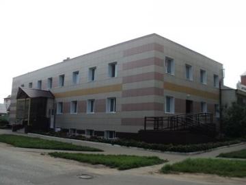 Здание поликлиники в пгт. Медведево. Конструкция - навесной вентилируемый фасад; внутренняя отделка