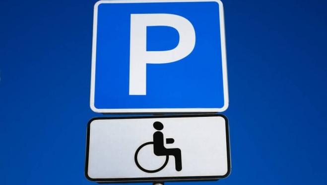 У торгового центра в посёлке Медведево не было парковки для инвалидов