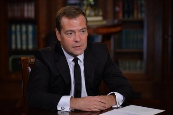 Дмитрий Медведев пригрозил Западу ограничением авиаперелетов над Россией