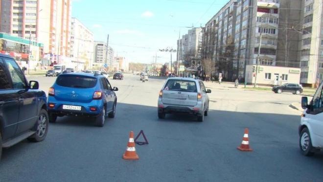 Subaru сбила пенсионерку, переходившую дорогу на красный свет