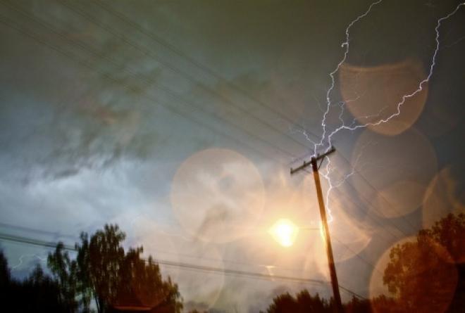Трое жителей Новоторъяльского района погибли от удара молнии
