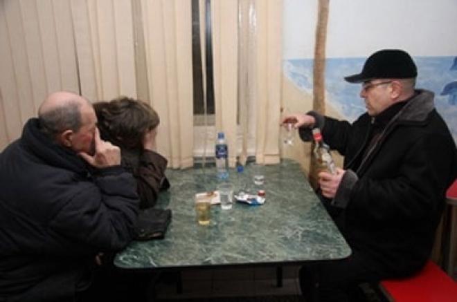 Роспотребнадзор проанализировал ситуацию с отравлением людей алкоголем