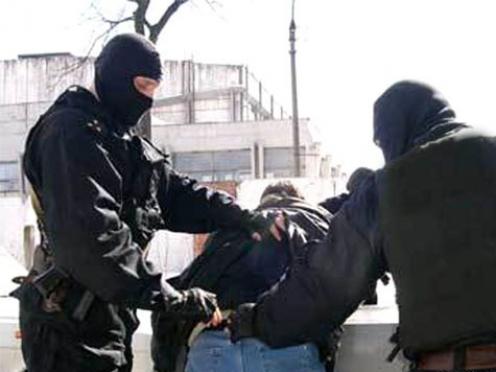 Житель Марий Эл попытался избавиться от наркотиков на месте задержания