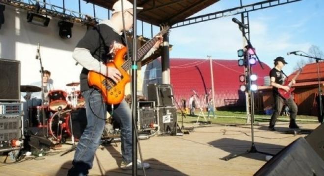 Сегодня в Сурке «зажигают» рок-звезды
