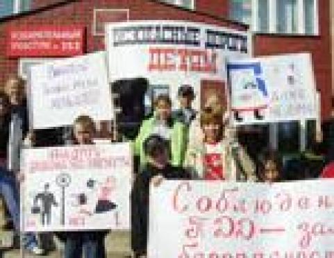 В столице Марий Эл воскресный родительский митинг грозит превратиться в шоу
