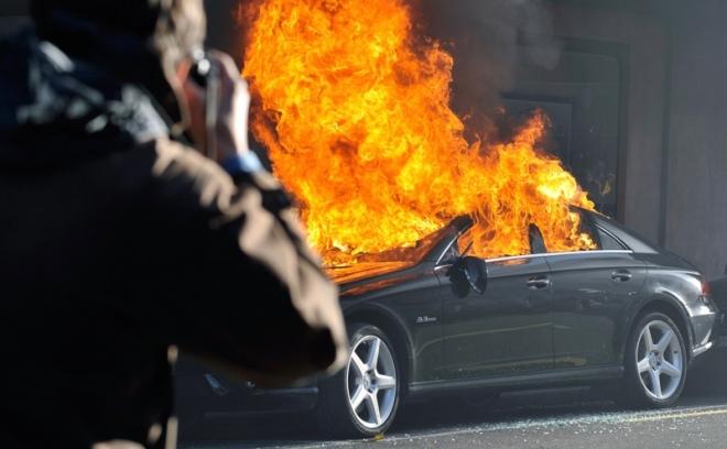 В Йошкар-Оле в гаражной автомастерской сгорела иномарка