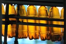 Алкоголь перестанут разливать в пластиковые 1,5 литровые бутылки с июля 2016 года