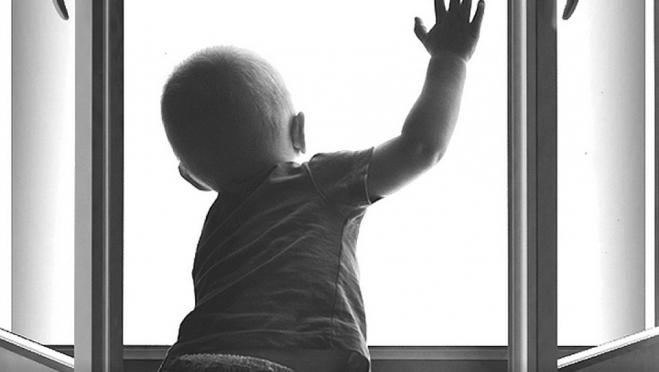 В Йошкар-Оле 3-летний малыш выпал из окна 6 этажа