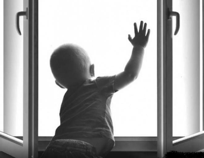 В Козьмодемьянске из окна пятого этажа выпал двухлетний мальчик