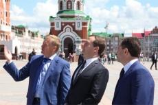 Глава региона Леонид Маркелов принимает поздравления