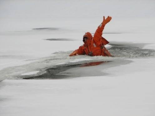 Мариэльцы проваливаются под лед — ГУ МЧС