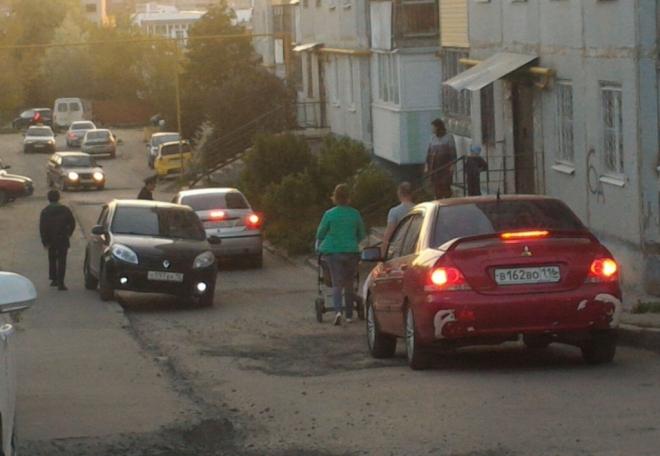 Общественность бьет тревогу по поводу безопасности дорожного движения в микрорайоне Нагорный