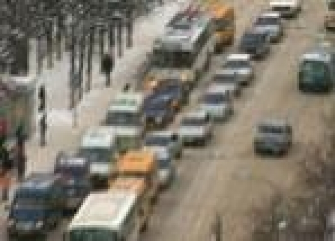 В центре Йошкар-Олы образовалась многометровая автомобильная пробка