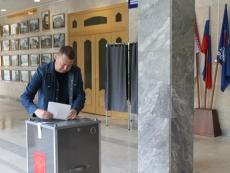Глава Республики Марий Эл проголосовал на одном из счетных участков Йошкар-Олы