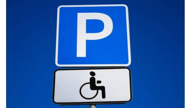 В городе Звенигово появились новые места для парковки автомобилей инвалидов