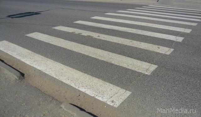 В Йошкар-Оле на пешеходном переходе сбили молодую женщину, пострадавшая скончалась в реанимации