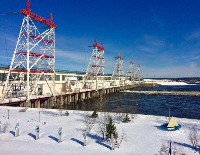 Чебоксарская ГЭС начала холостой сброс воды