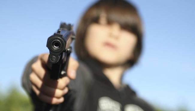 В Марий Эл 17-летний подросток украл у друга пистолет