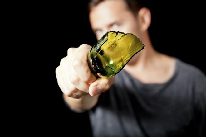 В Звениговском районе молодого мужчину порезали осколком стеклянной бутылки