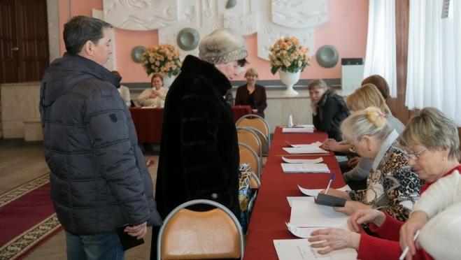 Члены избирательных комиссий отмечают, что голосование проходит спокойно