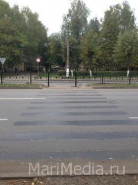 На улице Красноармейской белая «зебра» стала черной
