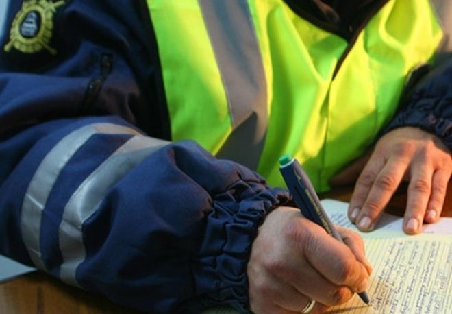 Пьяный водитель на «ВАЗ-2114» несколько метров тащил автоинспектора по дороге