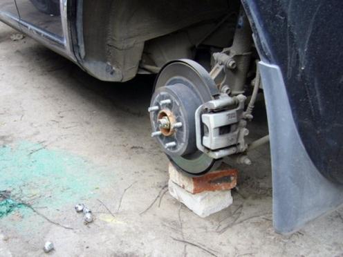 В Йошкар-Оле «разувают» машины