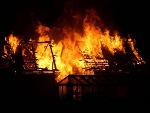 В Горномарийском районе рецидивист спалил дом из-за личной неприязни к его владельцу