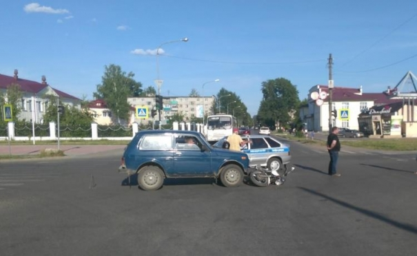 В Волжске 83-летний водитель вылетел на красный сигнал светофора и сбил мотоциклиста