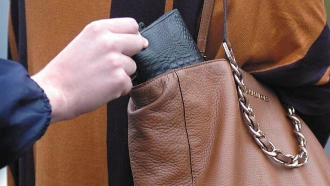 Полицейские предупреждают жителей Марий Эл о кражах из сумок в поликлиниках
